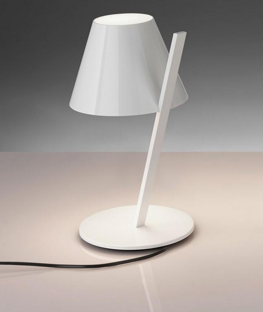la petite lampe blanche artemide d couvrez luminaires. Black Bedroom Furniture Sets. Home Design Ideas