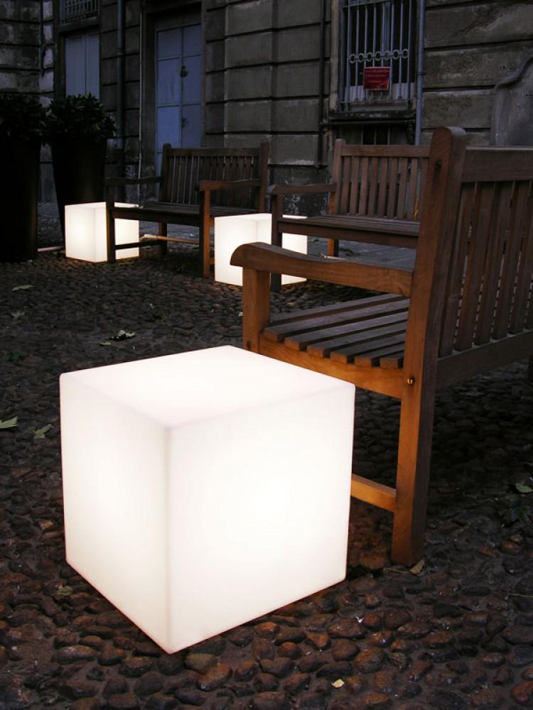 Cubo 50 mobilier lumineux d couvrez luminaires d for Mobilier lumineux exterieur