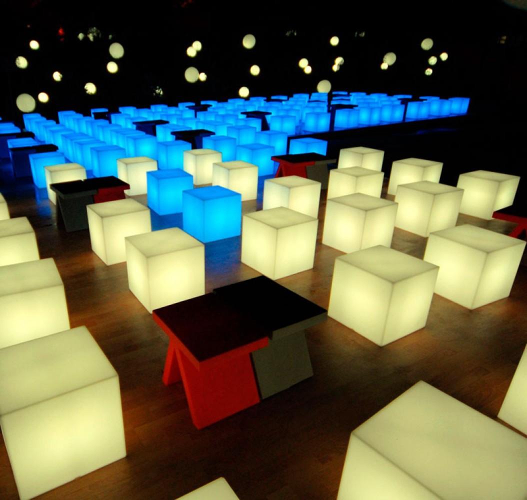 cubo 50 mobilier lumineux d couvrez luminaires d 39 ext rieur jeancel luminaires. Black Bedroom Furniture Sets. Home Design Ideas